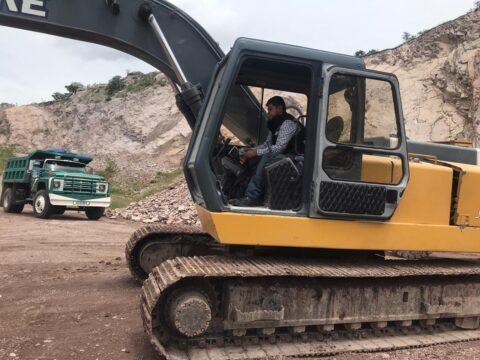 Instalación de localizador GPS en maquinaria pesada en Tizayuca